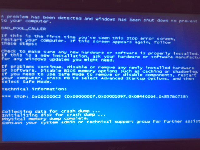 Máy tính bị màn hình xanh không vào được win