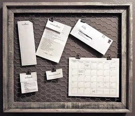 Lưới mắt cáo làm khung treo tài liệu